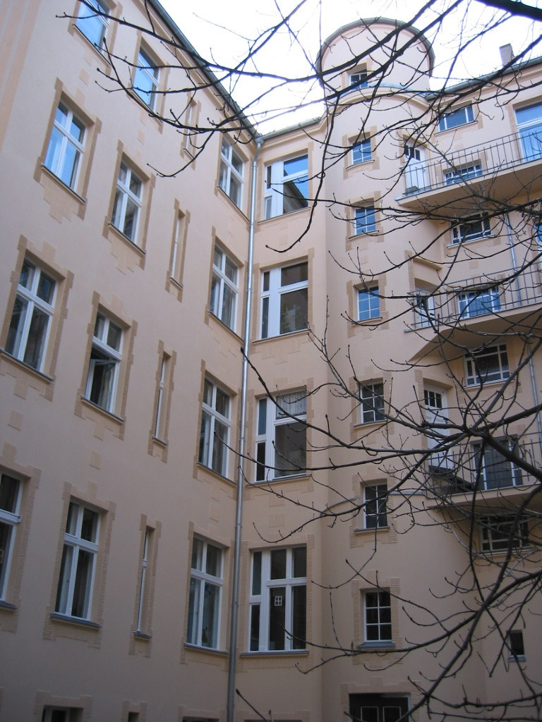 Bild W 75-Hof-neu